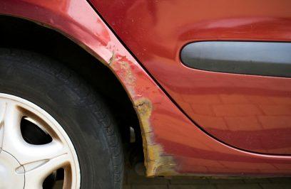 Jak usunąć rdzę z karoserii samochodu?
