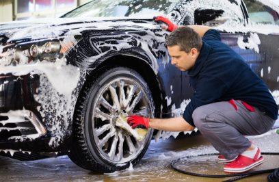 Zima – trudny okres dla lakieru samochodowego. Sprawdzamy jak o niego zadbać.