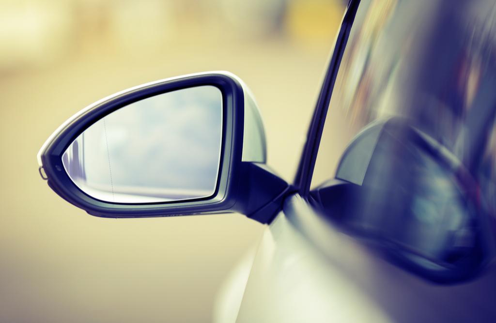 Jak ustawić lusterka w samochodzie?