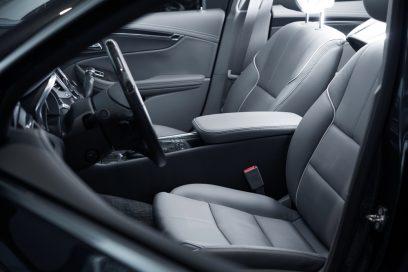 Wilgoć w samochodzie – jak jej zaradzić?